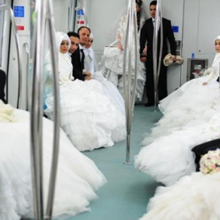 Türkische Ehepaare im neueröffneten Marmaray.